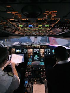 Night cockpit / no wonder it takes so long to become a pilot !!