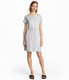 7d51708a5 Short-sleeved dress in soft jersey. Seam and drawstring at