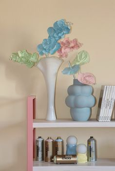 Painted Pastel Flowers – Keeping it simple, making it minimalistic Gold Spray Paint, Plastic Flowers, Gold Line, Keep It Simple, Masking Tape, Pastel Colors, Finding Yourself, Minimalist, Things To Come
