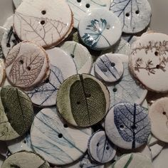 I love the prints on these! Ceramic Jewelry, Ceramic Beads, Ceramic Clay, Clay Beads, Ceramic Pottery, Clay Art Projects, Ceramics Projects, Button Ornaments, Hand Built Pottery