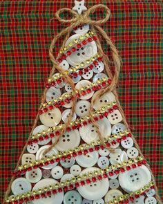Button Christmas Tree Christmas tree in buttons with jute and beads. Christmas Button Crafts, Homemade Christmas Crafts, Christmas Buttons, Christmas Ornament Crafts, Handmade Christmas Gifts, Christmas Projects, Kids Christmas, Holiday Crafts, Button Ornaments