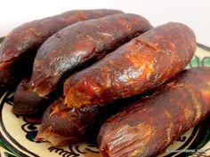 Mezeluri finite (4) Sausage Recipes, Pork Recipes, Charcuterie, How To Make Sausage, Sausage Making, Romanian Food, Tasty, Yummy Food, Pastry Cake