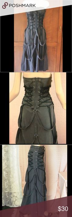 Long gothic dress/skirt Gothic dress/ skirt can be used versatile (see attached pictures 😊) bought this at hot topic and wore this once for an event. No stains or tears. Would look great with some gothic boots 😍. Hot Topic Dresses Strapless