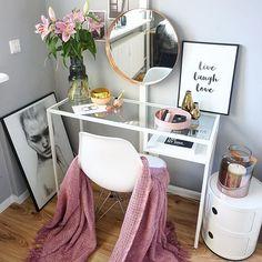 TIME ...to get readywish you an amazing day . Zeit zum Losgehen wünsche euch einen wundervollen Tag  . #desk#makeupdesk#pink#interior4all#interiordesign#interior9508#rom123#interior123#interior#homedecor#scandinavianinterior#kajastef#ilovemyinterior#interiorstyling#inspiremeinterior#mykindoflike#solebich#mzinterior#miennasverden#mrscarlissa#interiormagasinet#casachicks#dittlillhjerterom#fashifeen