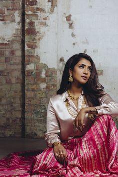 BelleBoss Series: Vithya Visvendra – The Liya Reina 💋 Best Photo Poses, Girl Photo Poses, Girl Poses, Photo Shoot, Indian Photoshoot, Saree Photoshoot, Wedding Photoshoot, Portrait Photography Poses, Photography Poses Women
