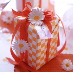 Daisies orange and white gift wrapping