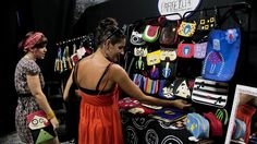 """.: """"Bazar Cafofo"""", em Santos, vende comportamento"""
