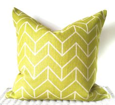 August Place presents our popular geometric print cushion pillow cover in green.   Size: 20x20inch / 50x50cm Fabric: High quality thick weaved