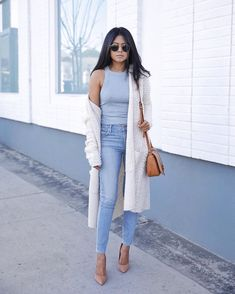 Spring day-out outfit blues with cream white cardigan and nude heels Fashion 2017, Fashion Outfits, Fashion Trends, Fashion Top, Young Fashion, California Style Outfits, California Fashion, Day Out Outfit, Fashion Blogger Style
