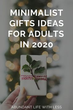 Here is a list of clutter free gift ideas for minimalists. #minimalistchristmas #minimalistgiftideas #clutterfree #howtobecomeaminimalist #howtodeclutteryourlife