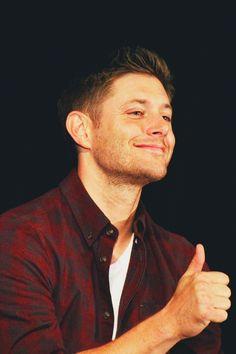 Thumbs Up <3 #JensenAckles #Supernatural #ChiCon2013