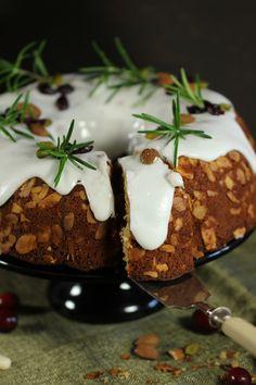 Marzipanguglhupf mit Cranberries // MaLu's Köstlichkeiten