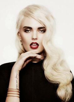 Blonde Wig Dark Eyebrows 99