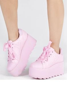 Uggs are not only the most loved but also the most controversial boots on the market. Kawaii Shoes, Kawaii Clothes, Kawaii Outfit, Ugg Boots, Shoe Boots, Shoes Heels, High Heel Tennis Shoes, Sneakers Fashion, Fashion Shoes