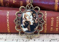 Collar Rita Hayworth