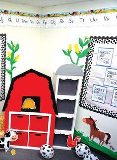 Farm Friends classroom bulletin board with barn set up and jumbo farm friends decor Farm Classroom Decorations, Preschool Classroom Themes, Farm Animals Preschool, Preschool Classroom Decor, Farm Theme Classroom, Preschool Rooms, School Themes, Creative Teaching, Decorating Ideas