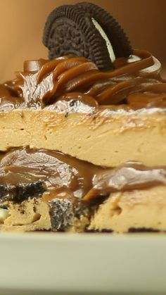 Drinks Recipes Oreo cake and Dulce de Leche Oreo Dessert, Easy Desserts, Dessert Recipes, Savoury Cake, Cheesecake Recipes, Sweet Recipes, Baking Recipes, Sweet Tooth, Bakery