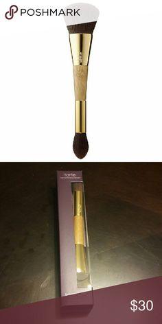 Makeup Brush Designed to sweep on your favorite bronzer, blush, and highlighter formulas to create a seamless, natural-looking contour. Its versatile, durable design allows you to add instant warmth and dimension using the large, fluffy brush on one side to buff and blend powder cheek powders. The other side of the brush allows you to seamless contour the face with the smaller, precision-end brush, shaped to target, sculpt, and highlight around the cheekbones for a seamless, contoured look…