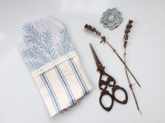 To celebrate the launch of our new season fabrics, we're showing everyone how to create their own DIY lavender sachets. Diy Lavender Bags, Lavender Sachets, Lavender Scent, Shabby Chic Pillows, Shabby Chic Crafts, Ashley Store, Scrap Fabric Projects, Scented Sachets, Fabric Cards