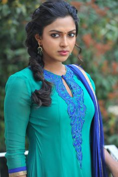 Amala paul cutest tollywood south Indian Actress insane beauty face unseen latest hot sexy images of her body show and navel pics with big . Most Beautiful Indian Actress, Beautiful Actresses, Sonam Kapoor, Deepika Padukone, Amala Paul Hot, Tamil Actress Photos, South Indian Actress, South Actress, Mode Outfits