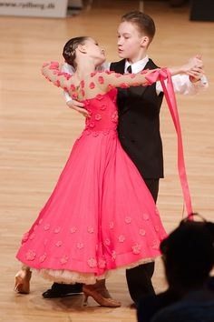 Cute Dress! #Dancesport http://www.dancingfeeling.com/
