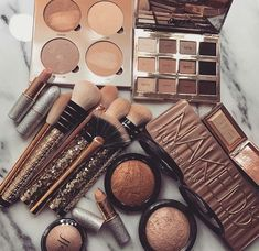 #Glamazon #Make-Up #Highlighter #Eyeshadow
