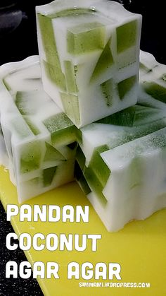 Pandan coconut agar agar Made too much pandan extract so decided to make dessert instead of baking. One portion at home and one portion for Mister to bring to work tml. To make green agar agar Foll… Philipinische Desserts, Jelly Desserts, Jelly Recipes, Asian Desserts, Dessert Recipes, Thai Dessert, Dessert Dishes, Malaysian Dessert, Malaysian Food