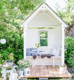 DIY gazebo with pomponetti Back Gardens, Small Gardens, Outdoor Gardens, Growing Plants, Growing Vegetables, Dream Garden, Home And Garden, Diy Garden, Diy Gazebo