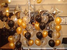Latex balloons fill the ceiling and float to the party people! Ring in the new year in balloon style!  www.partyfiestadecor.com