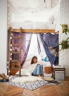 jolie chambre ado pour fille, ambiance bohème et cocooning, lit mezzanine avec escalier