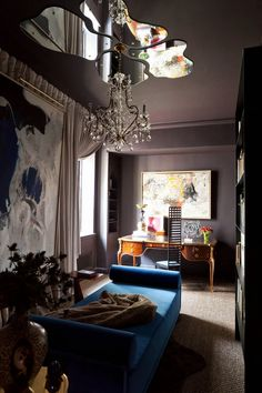 A newtraditionalist - desire to inspire - desiretoinspire.net.  Love love love the mirrors as a ceiling  medallion, very creative.