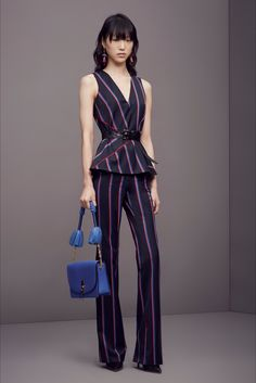 Guarda la sfilata di moda Altuzarra a New York e scopri la collezione di abiti e…