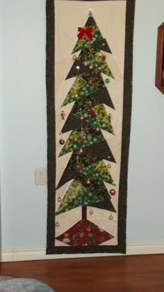 Quilting Ideas   Project on Craftsy: Our Christmas Tree Hang ornaments from buttons sewn on quilt