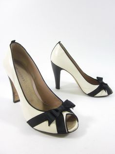 MARC JACOBS Ivory Black Bow Detail Peep Toe Leather Pumps Sz 39 8.5 at www.ShopLindasStuff.com