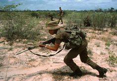 Bushmen of the South African army undergoing training in South West Africa, Military Gear, Military Police, Military History, Once Were Warriors, South Afrika, Army Training, Army Day, Defence Force, Military Modelling