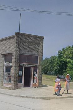 Carrboro, North Carolina. This building today (2020) is occupied by a restaurant. Colorized by Steve Smith. #1940s #postoffice #women #buildings Colorized Historical Photos, Colorized History, Horse Drawn Wagon, Steve Smith, Filling Station, University Of North Carolina, Post Office, Orange County, Old Photos