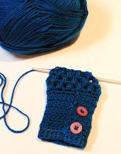 Puff Stitch Fingerless Gloves Crochet Pattern {Fits ALL Sizes} via Hopeful Honey