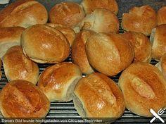 Brötchen, ein sehr schönes Rezept aus der Kategorie Brot und Brötchen. Bewertungen: 287. Durchschnitt: Ø 4,5.