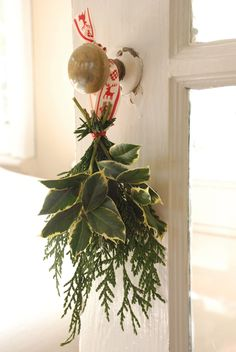 DIY Decor: Christmas Doorknob Hangers