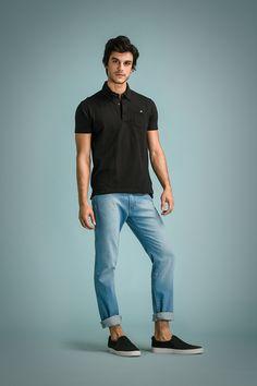 As modelagens das camisas e pólos são convencionais, apesar de mais ajustadas ao corpo.