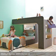 Das Hochbett zum Umdrehen Meine Kinder schlafen zusammen in einem Zimmer und hatten dringenden Bedarf an einem neuen Bett. Mit der Voraussicht, dass beide bald …
