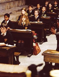 harry potter, hermione granger, and hogwarts resmi Images Harry Potter, Harry Potter Cast, Harry Potter Love, Harry Potter Universal, Harry Potter Fandom, Harry Potter World, Harry Potter Tumblr, Harry Potter Hogwarts, Hermione Granger