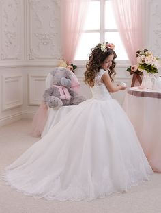 Please read our store policies before placing your order here https://www.etsy.com/ru/shop/Butterflydressua/policy Beautiful white or ivory flower girl dress with multilayered skirt, corset with applique and rhinestones, zipper and lacing Item material: upper layer of the skirt- tulle with lace applique middle layer of the skirt- tulle lower layer of the skirt- taffeta corset- satin with rhinestones Dress color: ivory white Size: 2-3-4-5-6-7-8-9-10 The size chart is the picture of t...