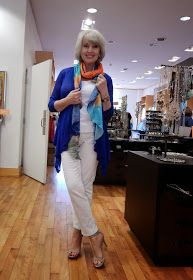 Take a look at the best women fashion over 50 fifty not frumpy in the photos below and get ideas for your outfits! 6 Balance and proportion are key: loose tops look better with slimline trousers and skirts; Fashion For Women Over 40, 50 Fashion, Plus Size Fashion, Fashion Outfits, Fashion Trends, Fashion Ideas, Ladies Fashion, Winter Fashion, 50 Y Fabuloso