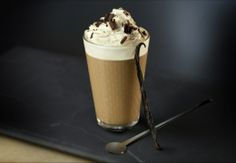 Searching for your next classic coffee creation? Look no further than this Vienna Vanilla Coffee Latte featuring Nespresso's Roma Grand Cru. The triple-layered flavor of bold espresso, sweet chocolate, and subtle cream is sure to delight your taste buds. Nespresso Recipes, Cafe Nespresso, Nespresso Usa, Café Latte, Chantilly Cream, Coffee World, Coffee Logo, Coffee Cafe, Gourmet
