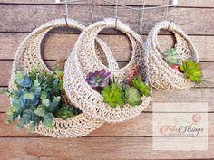 Muro de yute de ganchillo hecho a mano colgante Fibs Strings image 3 Painted Plant Pots, Crochet Home Decor, Modern Crochet, Faux Plants, Cactus Y Suculentas, Jute Twine, Baskets On Wall, Hanging Planters, Basket Weaving