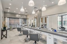 2018 Salons of the Year: Matii New York - Awards & Contests - Salon Today Salon Stations, Styling Stations, Salon Interior Design, Beauty Salon Design, Barbershop Design, Barbershop Ideas, Beauty Shop Decor, Hair And Beauty Salon, Living Room Furniture