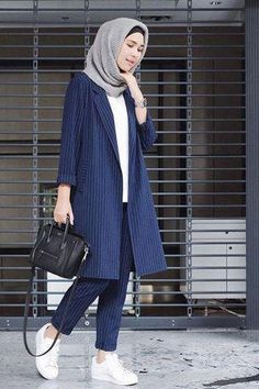 How to Get the Modern Hijab Street Style Look - hijab outfit Modest Outfits, Modest Fashion, Casual Outfits, Fashion Outfits, Sneakers Fashion, Hijab Casual, Ootd Hijab, Women's Casual, Casual Wear