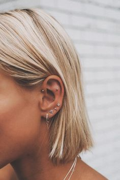No Piercing Conch Cartilage Ear Cuff Sea Waves/piercing imitation/ear jacket/ear manschette/ohrklemme ohrclip/fake faux piercing/ear climber - Custom Jewelry Ideas Pretty Ear Piercings, Ear Peircings, Multiple Ear Piercings, Piercings For Small Ears, Unique Body Piercings, Different Ear Piercings, Female Piercings, Facial Piercings, Smiley Piercing