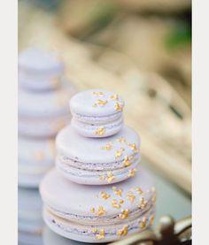 WedLuxe – Lady Lilac Photography by: Vasia Weddings Mini Wedding Cakes, Floral Wedding Cakes, Wedding Cake Rustic, Beautiful Wedding Cakes, Wedding Cake Designs, Wedding Desserts, Macaron Wedding, Lilac Wedding, French Wedding